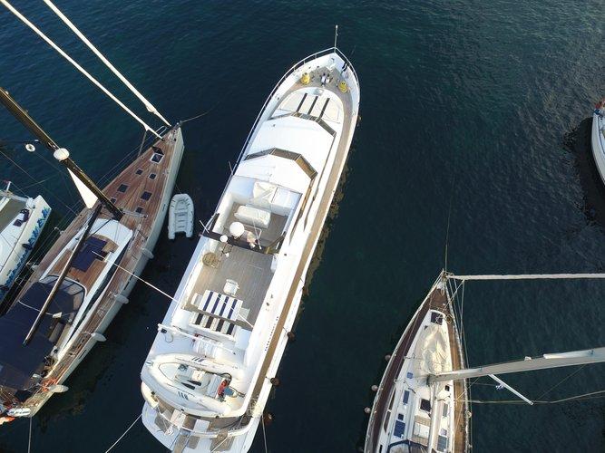 ITALY's 85.0 feet in Piraeus