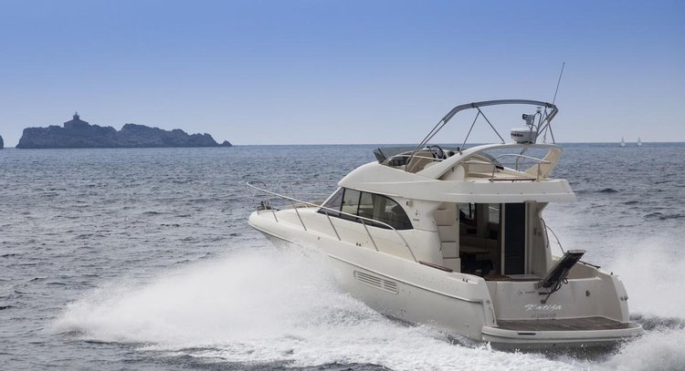 Take this Jeanneau Prestige 36 Fly for a spin !