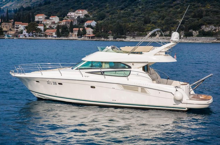 Beautiful Jeanneau ideal for cruising and fun in the sun!