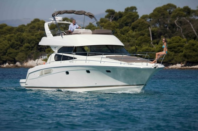 Jump aboard this beautiful Jeanneau Prestige 440