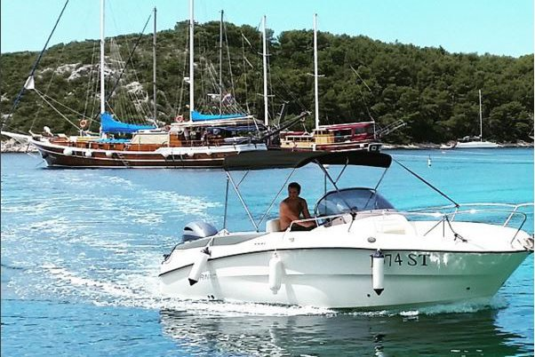 Great day cruser with powerful engine, idel for fast and secure explore islands