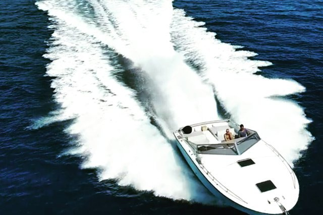 Sail at speed with this elegant Magnum