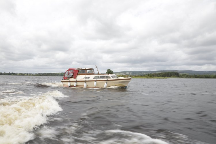 This 32.0' Marine Projects cand take up to 4 passengers around Ennis