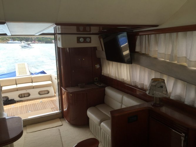This 53.0' Princess Yachts cand take up to 8 passengers around Šibenik region