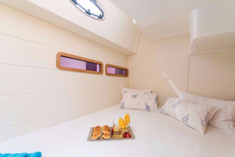 Discover Šibenik region surroundings on this Adriana 36 SAS - Vektor boat