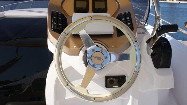 This 22.0' Sessa Marine cand take up to 2 passengers around Zadar region