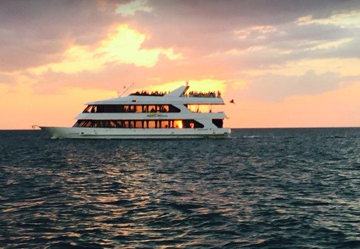 Discover Naples surroundings on this Custom Skipperliner boat