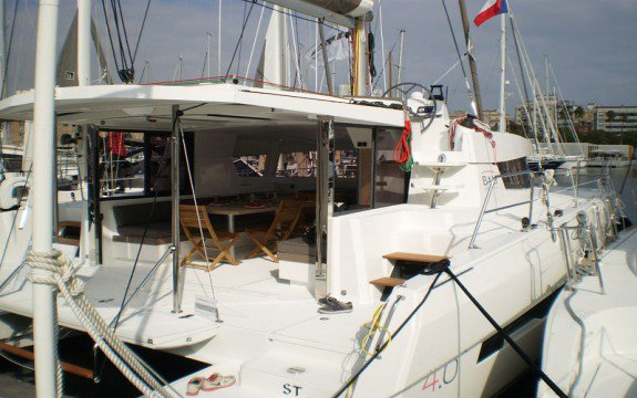 This 40.0' Bali cand take up to 10 passengers around