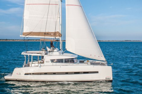 Explore Martinique onboard Bali 4.3 Luxe With Flybridge