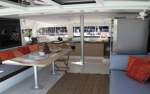 This 43.0' Bali cand take up to 8 passengers around Marseille