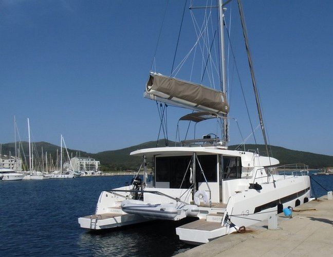 Have fun in France onboard this comfortable & luxurious catamaran