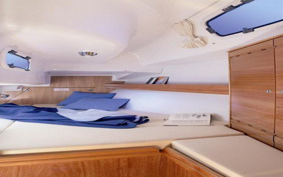 Boat rental in Saint-Mandrier-sur-Mer,