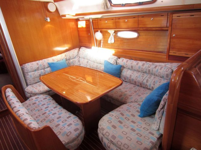 This 38.9' Bavaria cand take up to 6 passengers around True Blue