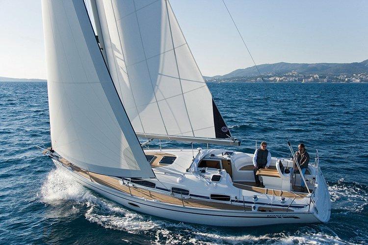 This 34.0' Bavaria Yachtbau cand take up to 6 passengers around Šibenik region
