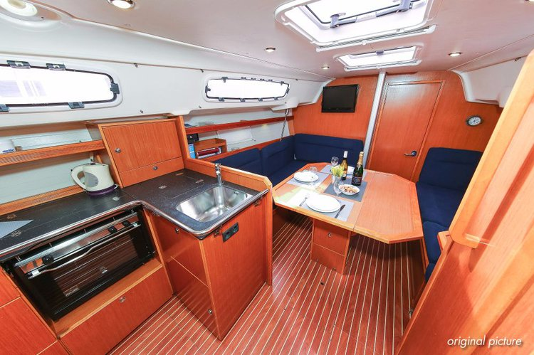 35.0 feet Bavaria Yachtbau in great shape