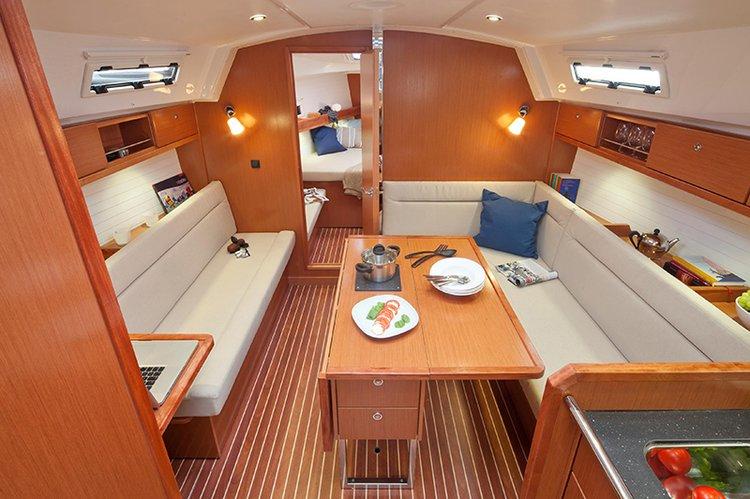 Discover Lisboa surroundings on this Bavaria Cruiser 36 Bavaria Yachtbau boat