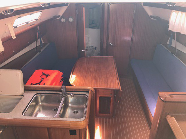 This 37.0' Bavaria Yachtbau cand take up to 8 passengers around Šibenik region