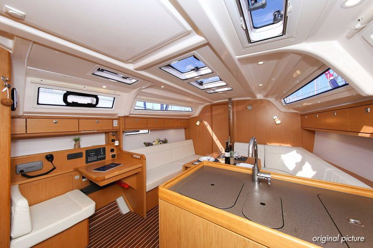 This 37.0' Bavaria Yachtbau cand take up to 6 passengers around Zadar region