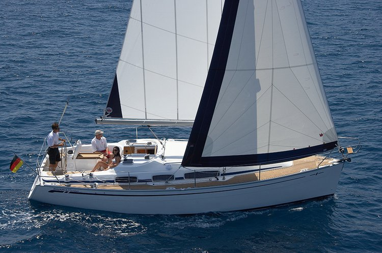 This 39.0' Bavaria Yachtbau cand take up to 8 passengers around Campania