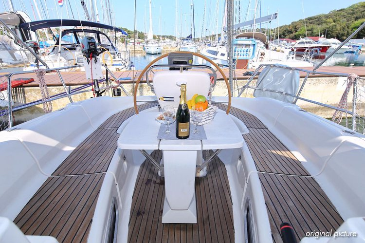 Discover Istra surroundings on this Bavaria 38 Bavaria Yachtbau boat