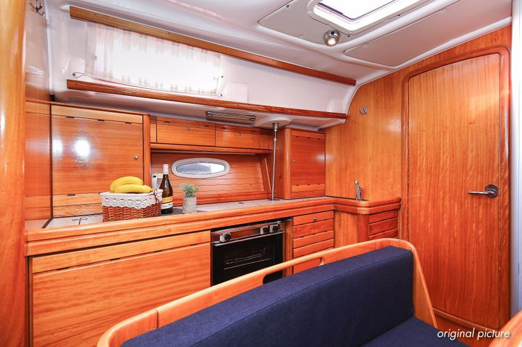 This 39.0' Bavaria Yachtbau cand take up to 7 passengers around Split region