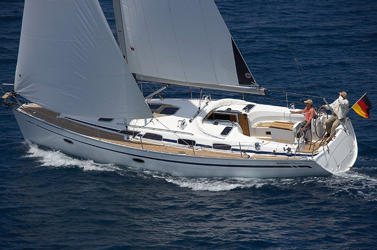 This 40.0' Bavaria Yachtbau cand take up to 7 passengers around Saronic Gulf