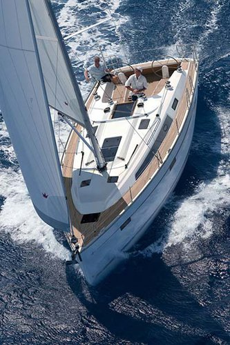 This 40.0' Bavaria Yachtbau cand take up to 8 passengers around Saronic Gulf