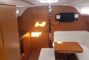 This 40.0' Bavaria Yachtbau cand take up to 7 passengers around Šibenik region