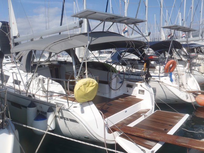 This 40.0' Bavaria Yachtbau cand take up to 7 passengers around Split region