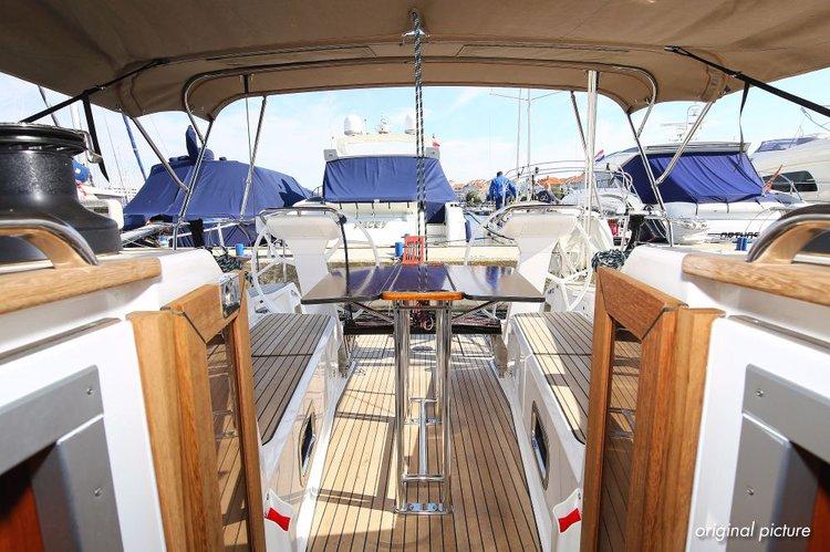 This 40.0' Bavaria Yachtbau cand take up to 8 passengers around Zadar region