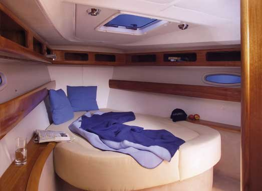 This 42.0' Bavaria Yachtbau cand take up to 6 passengers around Thessaly