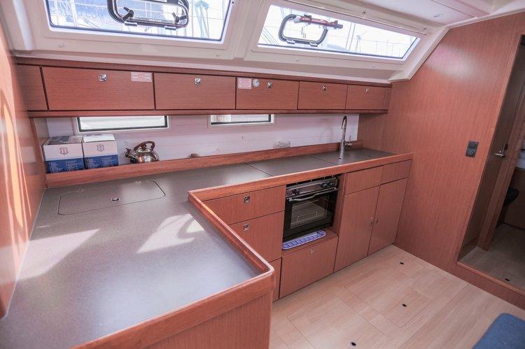This 46.0' Bavaria Yachtbau cand take up to 10 passengers around British Virgin Islands