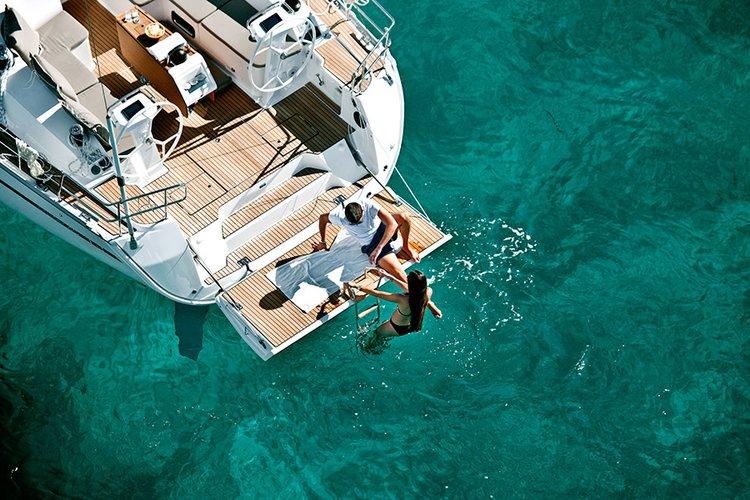 This 46.0' Bavaria Yachtbau cand take up to 9 passengers around Saronic Gulf
