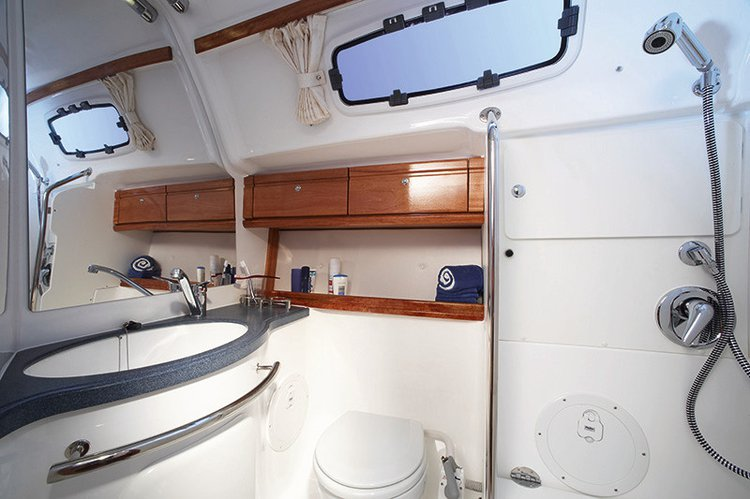 This 47.0' Bavaria Yachtbau cand take up to 8 passengers around St. Lucia