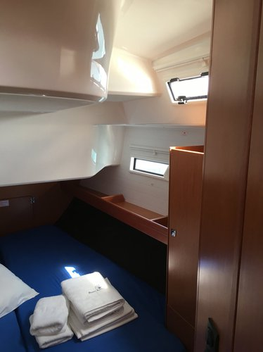 This 50.0' Bavaria Yachtbau cand take up to 12 passengers around Cyclades