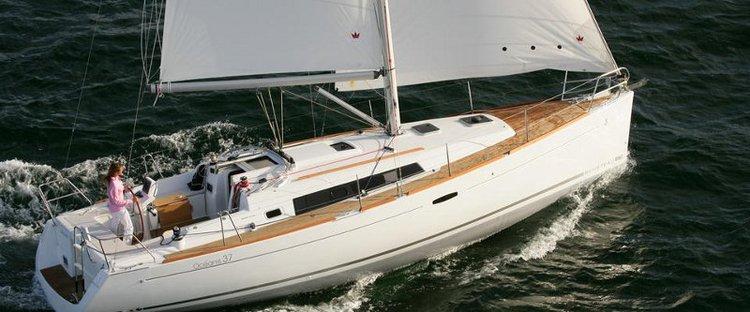 Bénéteau's 37.0 feet in Cyclades