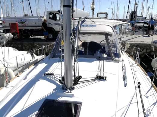 Discover Saronic Gulf surroundings on this Oceanis 38.1 Bénéteau boat