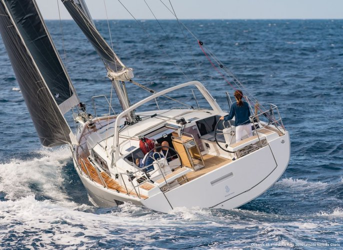 This 41.1' Beneteau cand take up to 8 passengers around Palma, Illes Balears
