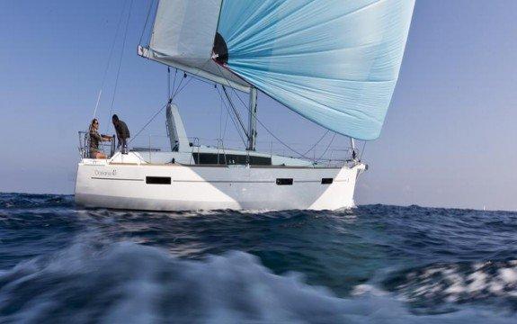 Have fun in France onboard 41' Beneteau Oceanis