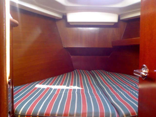 Discover Saronic Gulf surroundings on this Oceanis 411 Celebration Bénéteau boat
