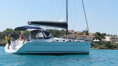 This 43.0' Bénéteau cand take up to 10 passengers around Dodecanese