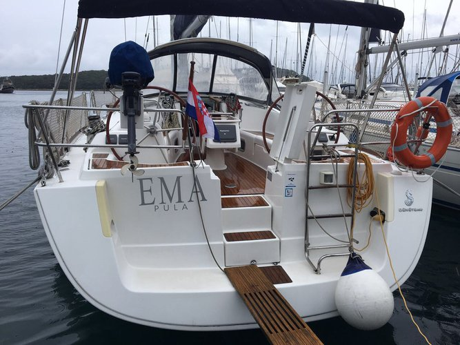 Discover Istra surroundings on this Oceanis 43 Bénéteau boat