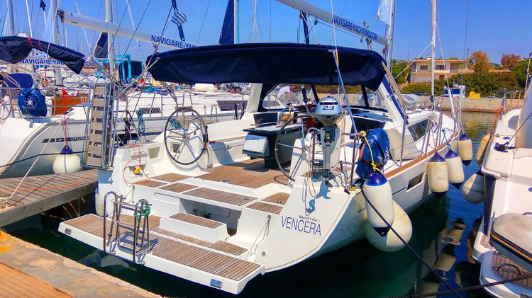 Charter this amazing Bénéteau Oceanis 45 in Cyclades