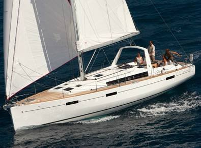 This 45.0' Bénéteau cand take up to 10 passengers around Sicily