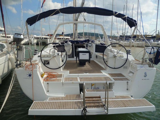 Charter this amazing Bénéteau Oceanis 45 in Split region