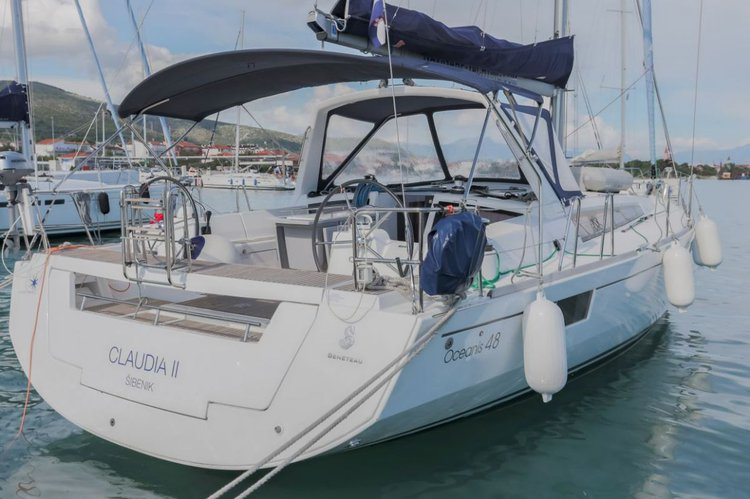 This 46.0' Bénéteau cand take up to 10 passengers around Split region