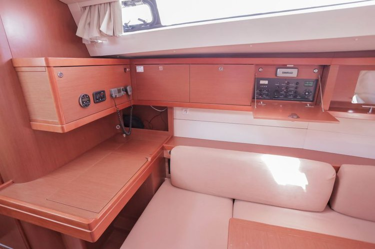 Discover Aegean surroundings on this Oceanis 48 Bénéteau boat