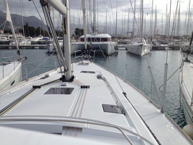 This 47.0' Bénéteau cand take up to 12 passengers around Split region