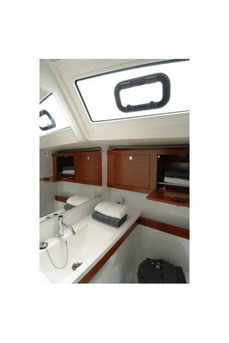 This 50.0' Bénéteau cand take up to 12 passengers around Balearic Islands