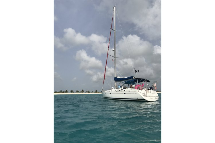 Up to 4 persons can enjoy a ride on this Beneteau boat